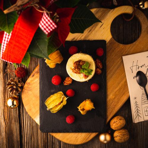 Weihnachtliches Parfait aus gerösteten Mandeln