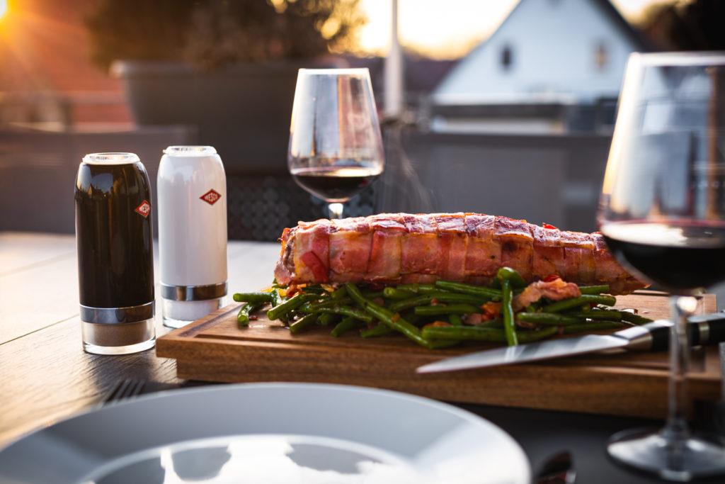 Iberico Schweinefilet im Speckmantel und grünen Bohnen